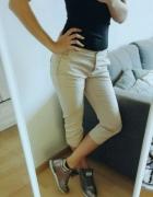 Spodnie kremowe Sisley...