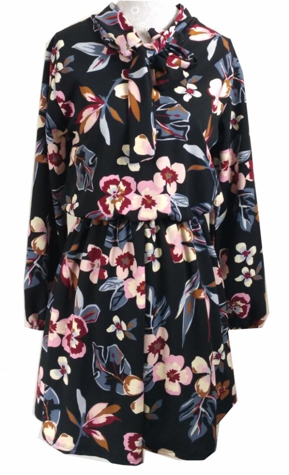 Suknie i sukienki Kobieca sukienka w kwiaty