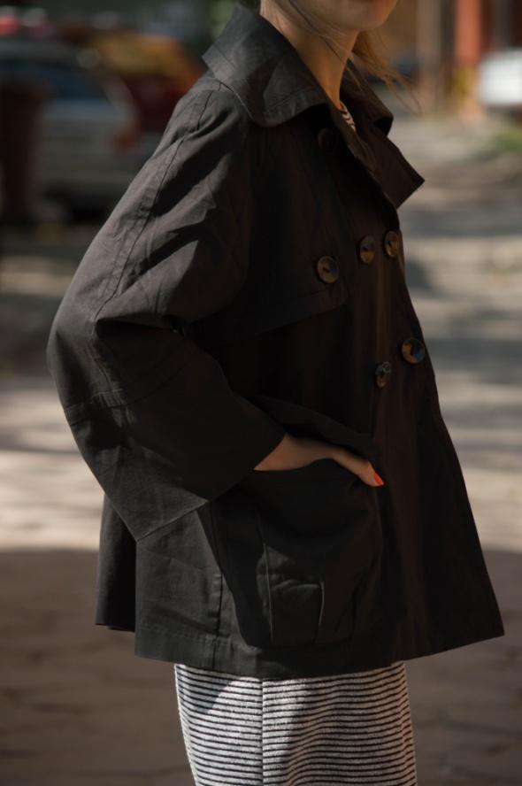 Czarny płaszcz Reserved 42...