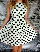 sukienka w serduszka M