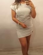 Sukienka z motywem kieszeni...