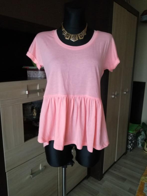 Różowa bluzeczka z falbanką...