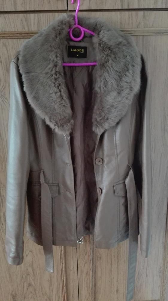 Skórzana kurtka z futrzanym kołnierzem