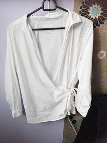 Piękna biała elegancka koszulakobieca wiązanadekolt V...