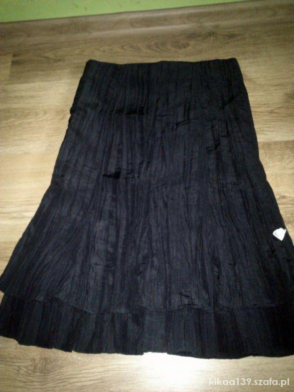 Elegancka spódnica za kolano