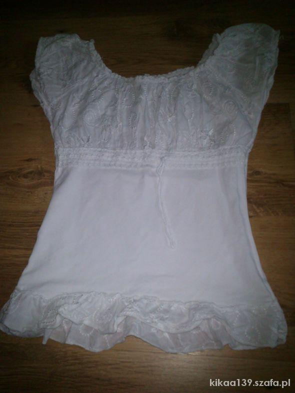 Biała elegancka bluzeczka z rękawkiem
