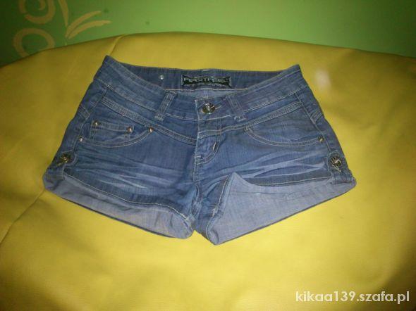 Krótkie jeansowe spodenki spdnie jeansy szorty