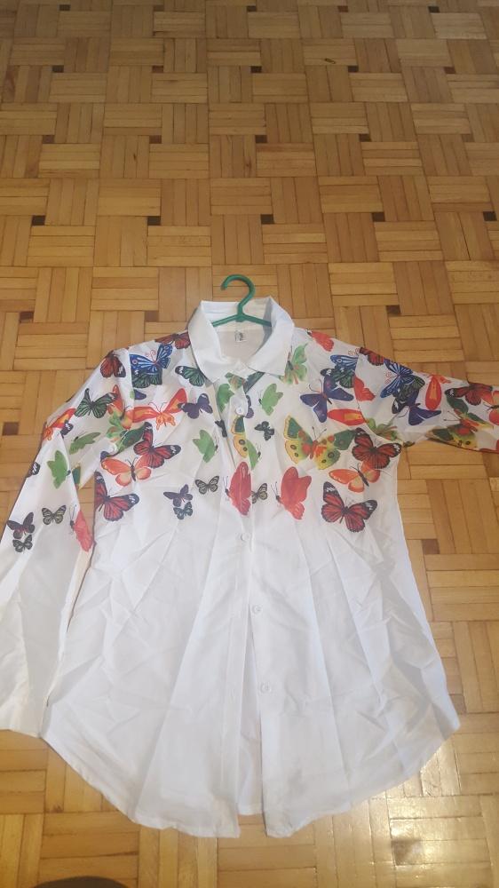 Sprzedam białą koszule z motywem kolorowych motyli