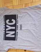Sprzedam szarą koszulkę z nadrukiem...