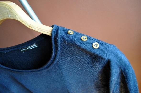 Granatowy sweter...