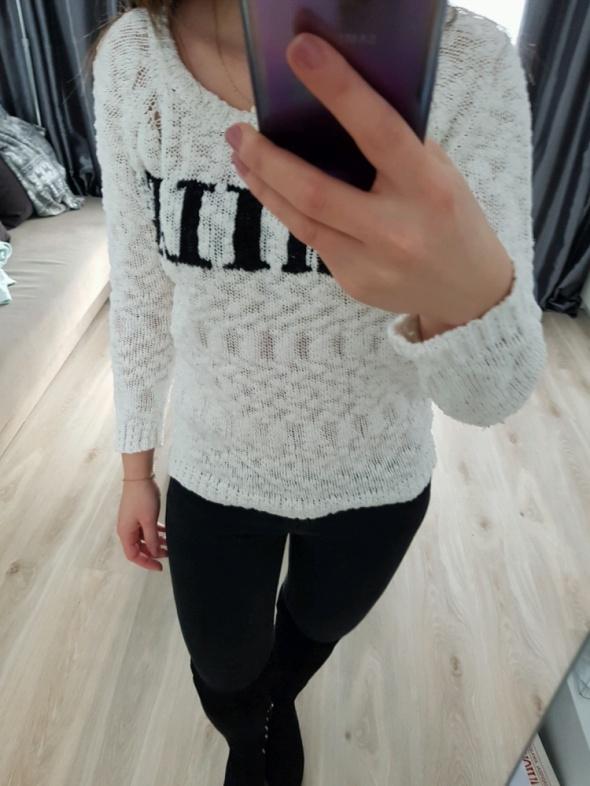 Swetry biały sweterek Reserved z napisem S