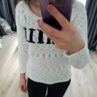 biały sweterek Reserved z napisem S