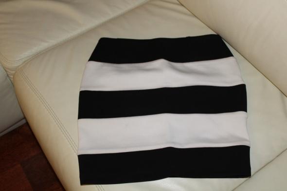 Spódnice Spódnica w paski czarno biała
