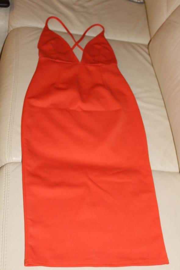 Suknie i sukienki Pomarańczowa sukienka z odkrytymi plecami