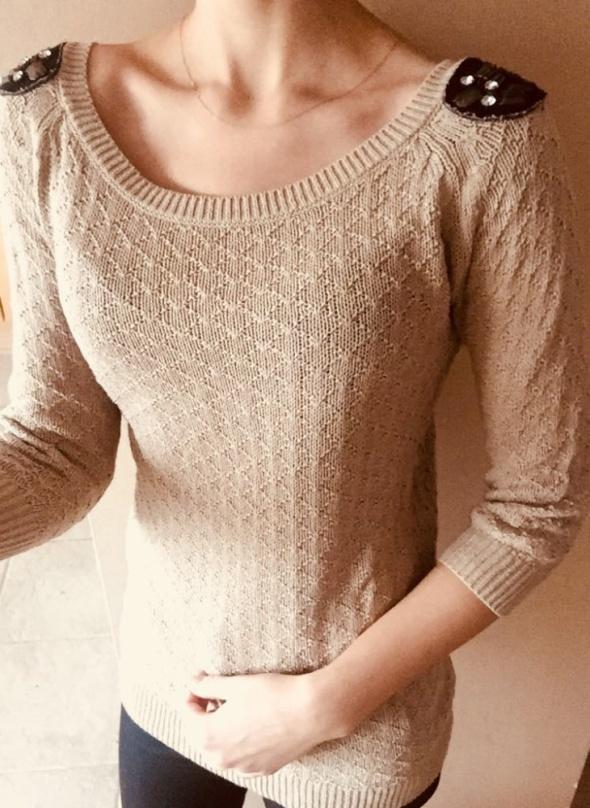 Swetry Sweter beżowy z klapami