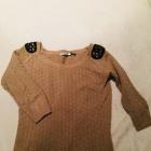 Sweter beżowy z klapami