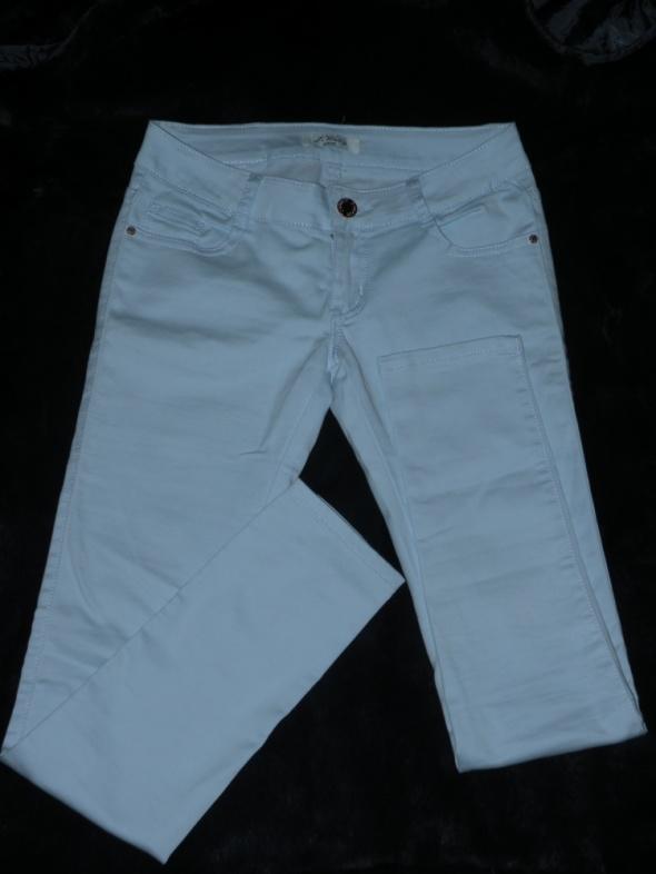 Błękitne spodnie rurki M
