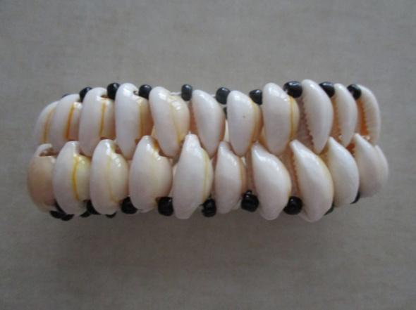Unikatowa bransoletka z muszelek na rękę lub nogę