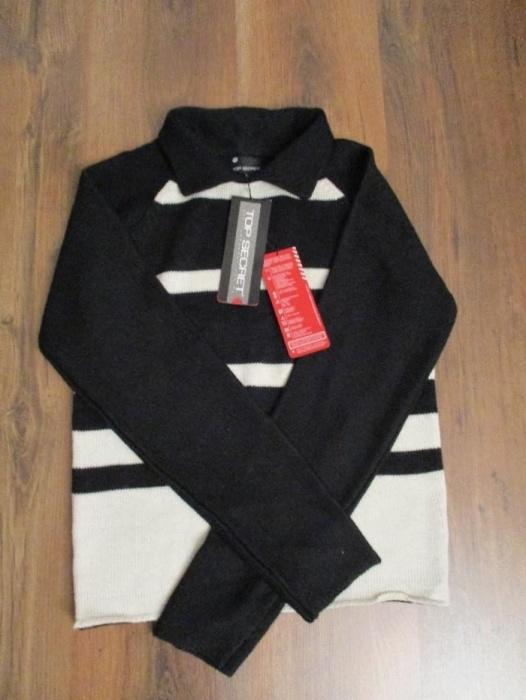 Wełniany sweter z kołnierzykiem w paski...