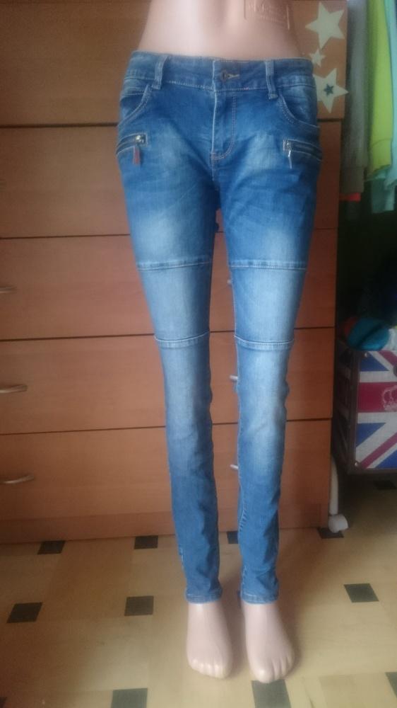 Spodnie jeansy z przejaśnieniami i przeszyciami