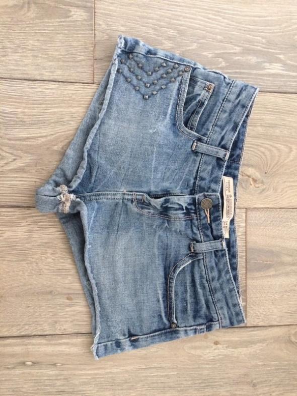 Jeansowe szorty zara xs 34 z dżetami...
