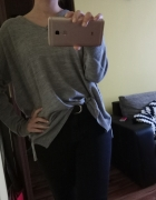 Szary sweter C&A oversize dekolt V...