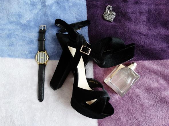 Sandały Sandałki na słupku NOWE