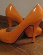 Pomarańczowe czółenka open toe 39
