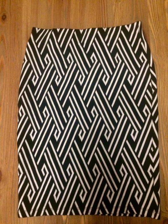 Ołówkowa spódnica xs czarno biała nowa...