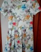 Rozkloszowana sukienka Mohito w kwiatki M