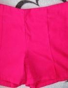Intensywnie różowe materiałowe spodenki