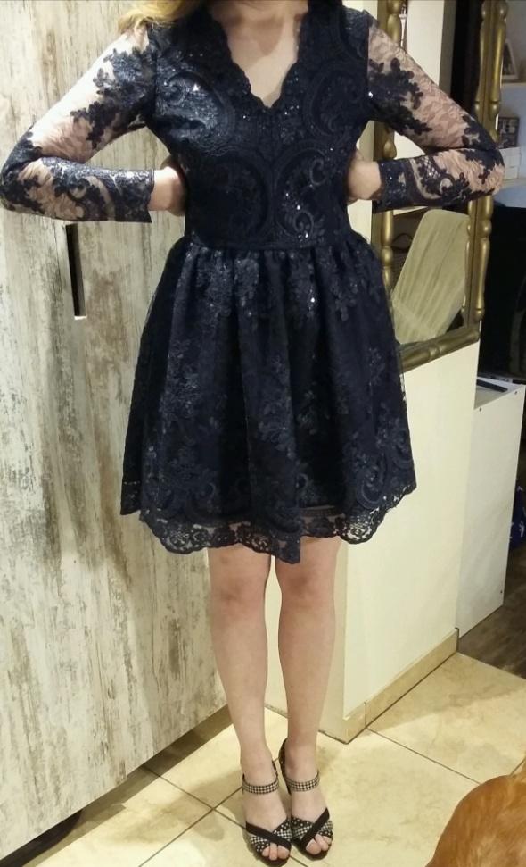 Granatowa sukienka z koronki 40