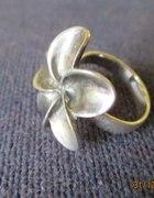 Srebrny kwiatek...