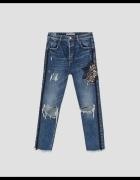 Spodnie jeans z haftem