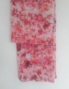 Różowa chustka w kwiaty...
