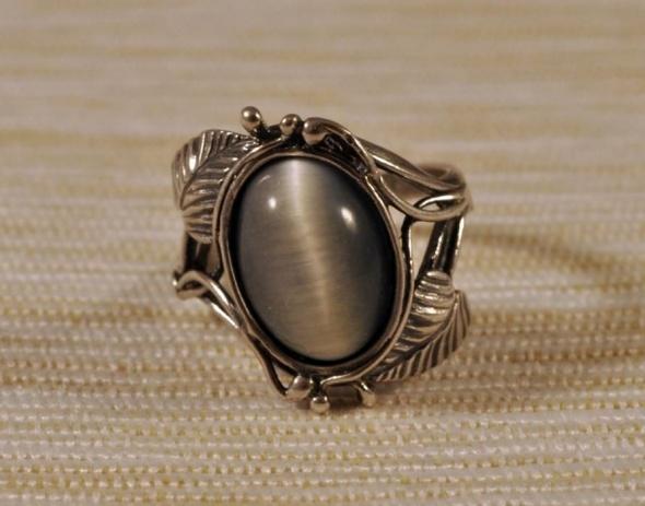 srebrny pierścionek kocie oko opal listki