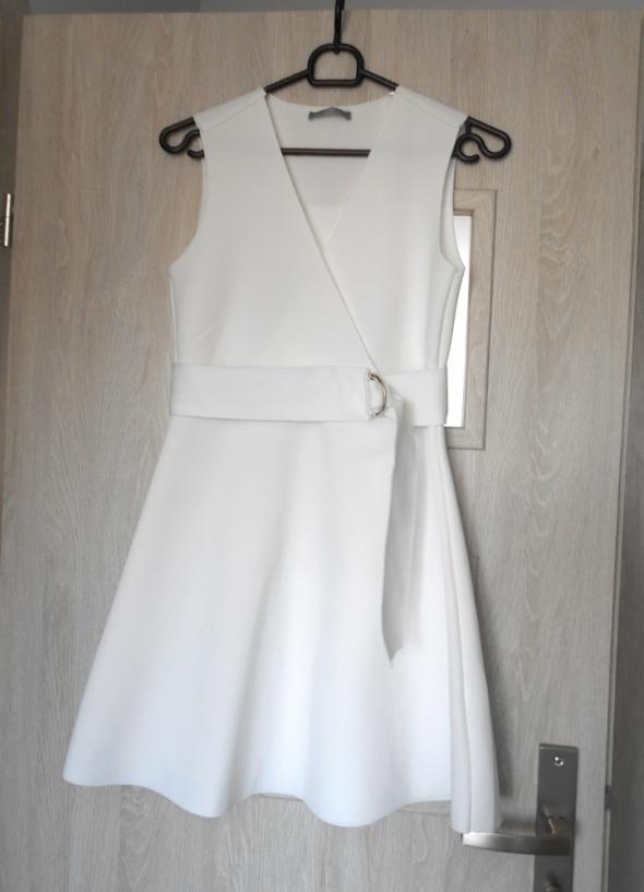 960a29460c Zara sukienka biała piankowa pasek rozkloszowana w Suknie i sukienki ...