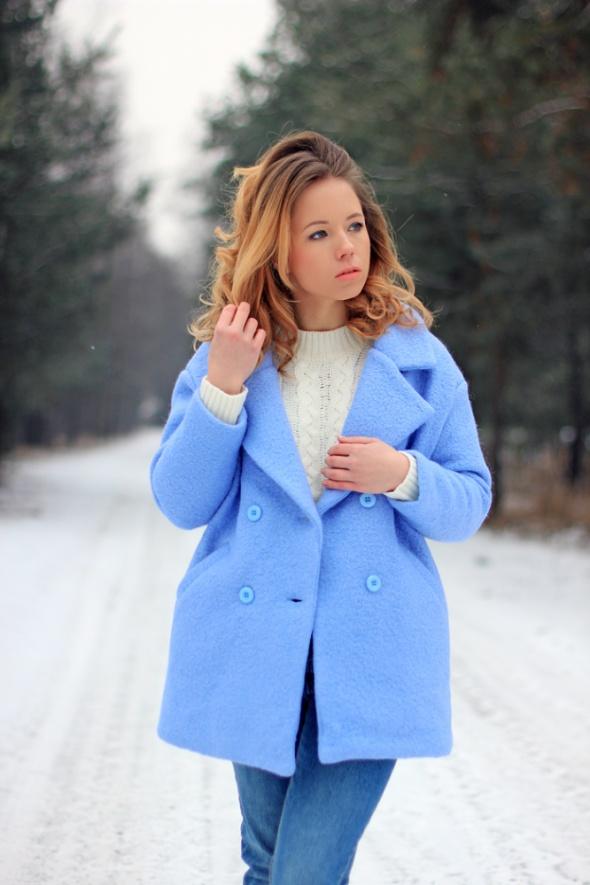 Baby blue ciepły płaszcz niebieski zima