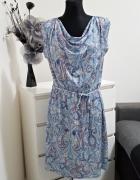 niebieska sukienka w wzory Orsay