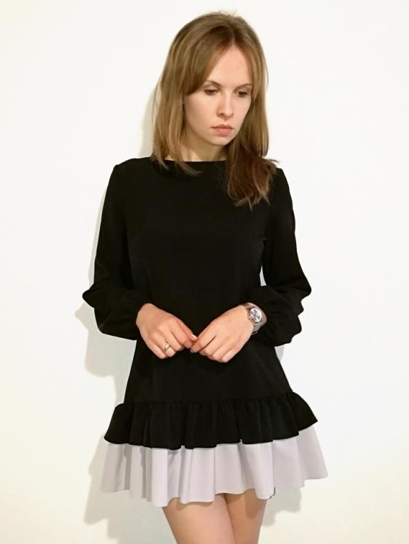 2f934b5d36 Suknie i sukienki Sukienka mała czarna trapezowa z falbaną rozmiar S