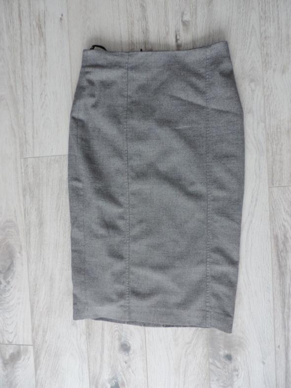 Ołówkowa szara spódnica