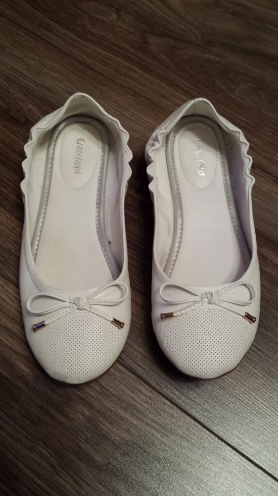 Białe baleriny 37...