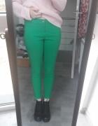 Zielone spodnie rurki...