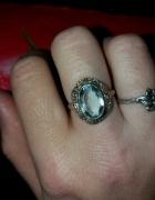Rosyjski pierścionek z niebieskim kamieniem