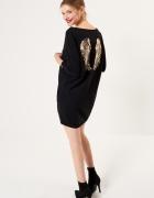 Luźna sukienka z cekinową aplikacją...
