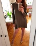 Zielona sukienka khaki wycięcia pompony M 38
