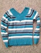 sweter w paski z wycięciem w serek