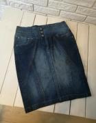 Jeansowa spódniczka z wysokim stanem...