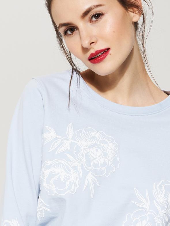 Bluzy Bluza z kwiatową aplikacją