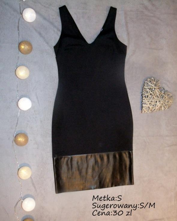 Czarna sukienką z eko wstawką